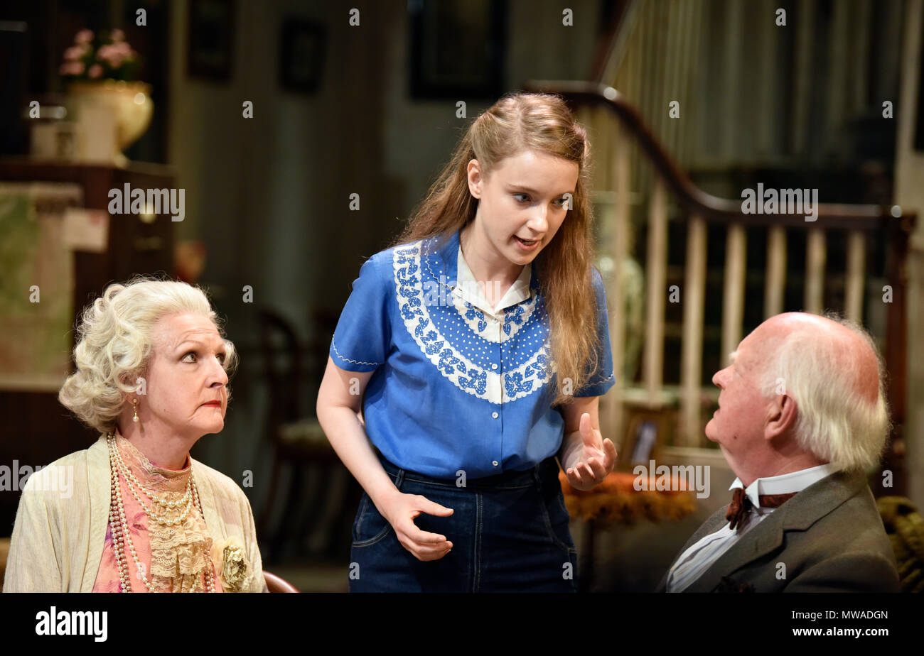 Penelope Keith (left, playing Mrs St Maugham), Emma Curtis (playing Laurel) and Oliver Ford Davies (playing the Judge) in Enid Bagnold's The Chalk Gar - Stock Image