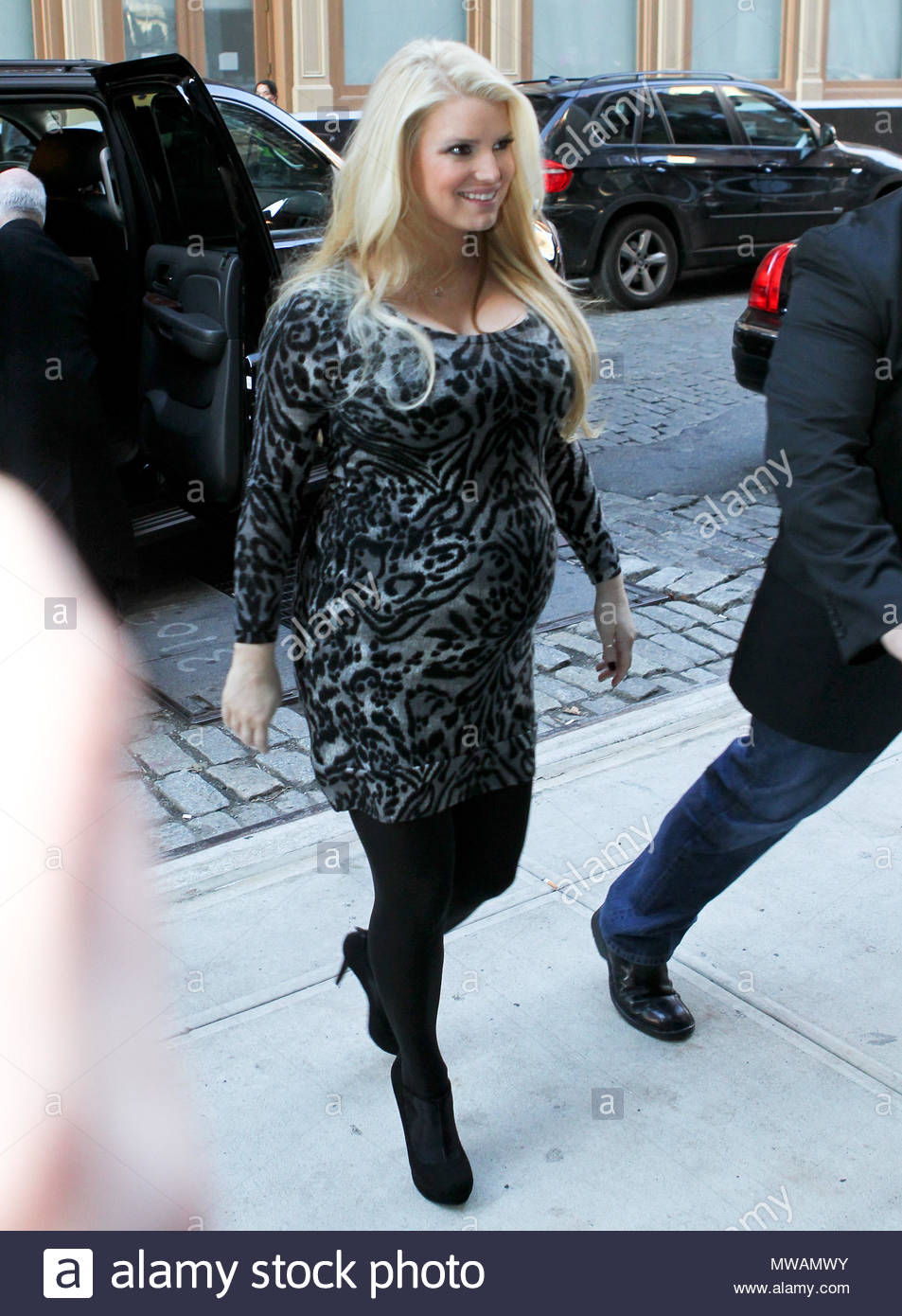 Jessica Simpson showed her back to the partners 01.02.2010 53