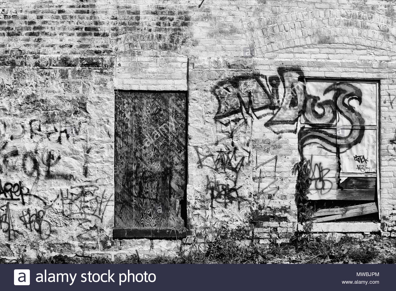 Windsor, Ontario, Canada.  September 2014 --- Abandoned building decaying in downtown, Windsor, Ontario, Canada. Due to mass unemployment and poverty  - Stock Image
