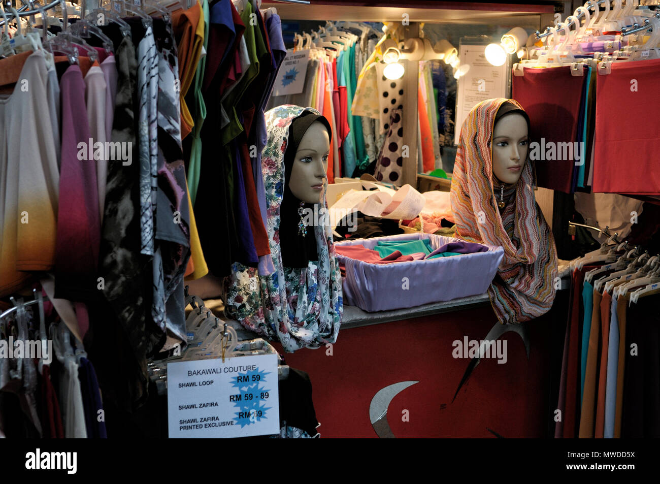 Dummies with Islamic veils in a store of Kuala Lumpur, Malaysia - Stock Image