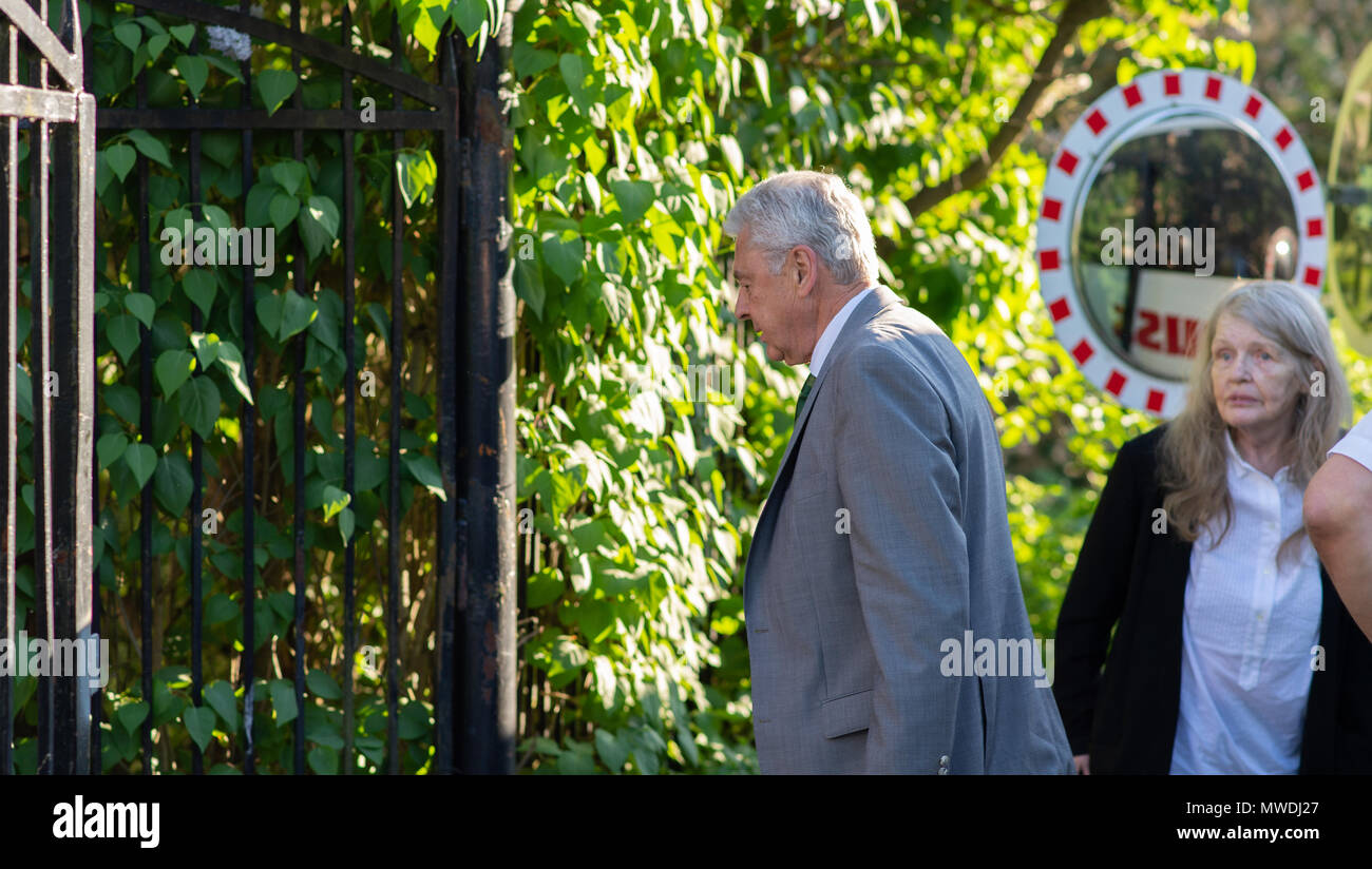 Stockholm, Sweden, May 31, 2018. Crisis in the Swedish Academy. Members of the Swedish Academy arrive at Bergsgarden, Djurgarden, Stockholm for late dinner after previous meetings at the Swedish Academy in the Old town, Stockholm. Bo Ralph arrives. Credit: Barbro Bergfeldt/Alamy Live News - Stock Image