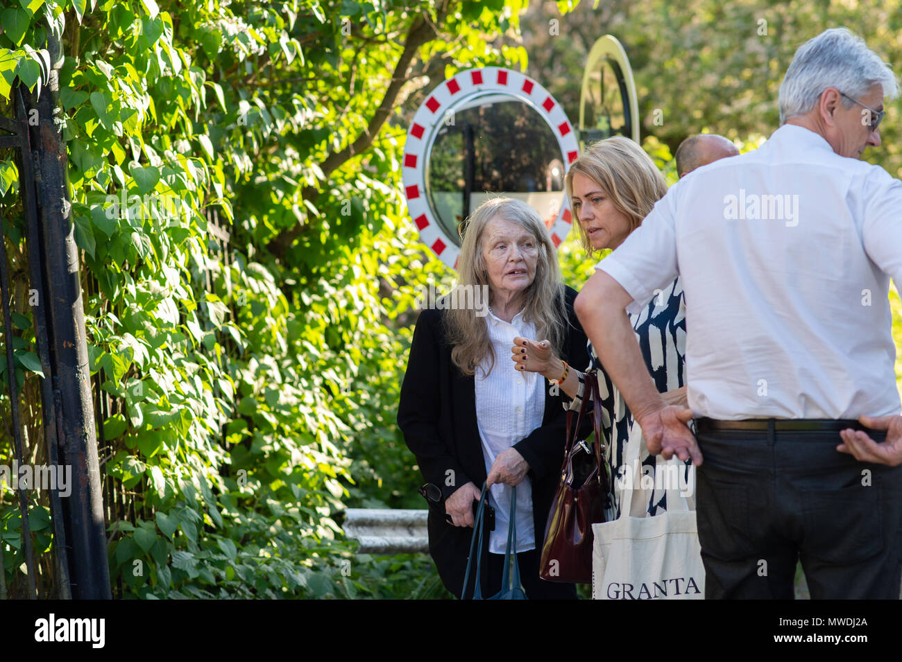 Stockholm, Sweden, May 31, 2018. Crisis in the Swedish Academy. Members of the Swedish Academy arrive at Bergsgarden, Djurgarden, Stockholm for late dinner after previous meetings at the Swedish Academy in the Old town, Stockholm. Kristina Lugn and Jayne Svenungsson arrives. Credit: Barbro Bergfeldt/Alamy Live News - Stock Image