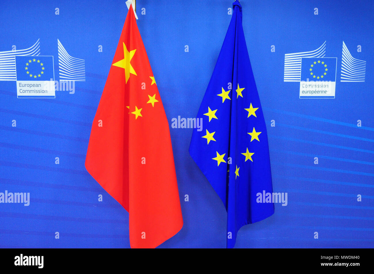 Brussels, Bxl, Belgium. 1st June, 2018. Chinese and European Union flags at European Commission headquarters in Brussels, Belgium on 01.06.2018 by Wiktor Dabkowski Credit: Wiktor Dabkowski/ZUMA Wire/Alamy Live News - Stock Image