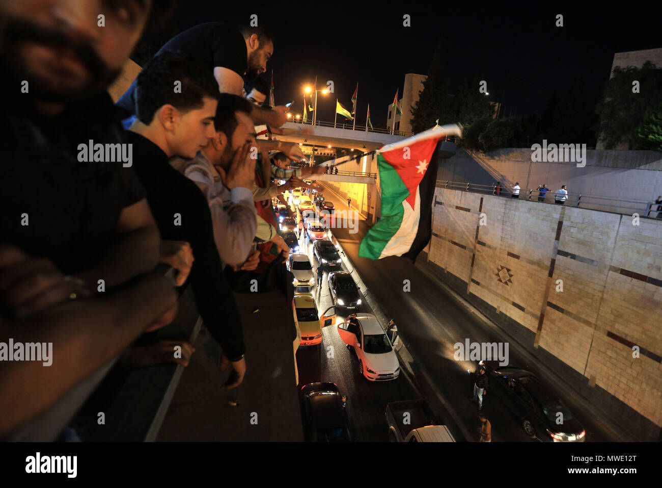 Amman, Jordan. 1st June, 2018. Demonstrators gather near the Prime Minister's office in Amman, Jordan, on June 1, 2018. King Abdullah II of Jordan on Friday ordered a freeze of hikes on prices of electricity and fuel following protests by Jordanians across the country. Credit: Mohammad Abu Ghosh/Xinhua/Alamy Live News - Stock Image