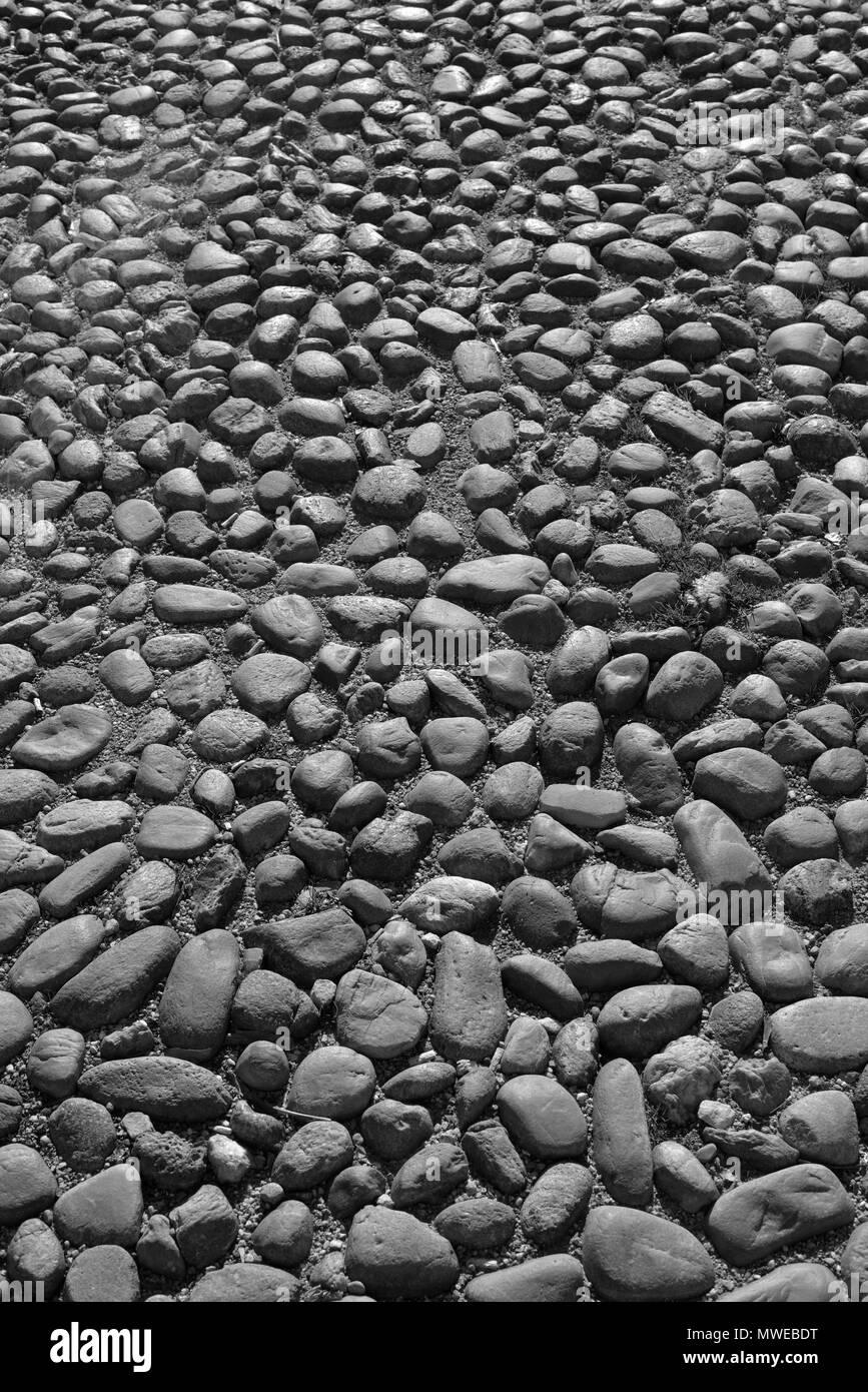 Pflaster aus Natursteinen auf dem Domplatz in Asti, Piemont, Italien. - Stock Image