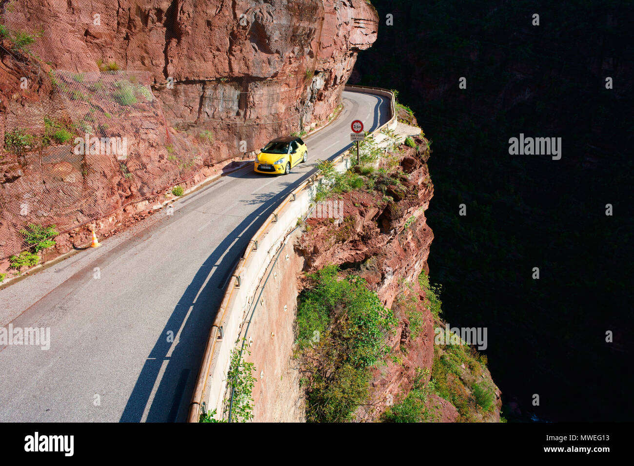 SPORTS CAR ON A NARROW ROAD INSIDE A DEEP CANYON (aerial view from a 6-meter mast). Gorges du Cians, French Riviera's hinterland, France. - Stock Image