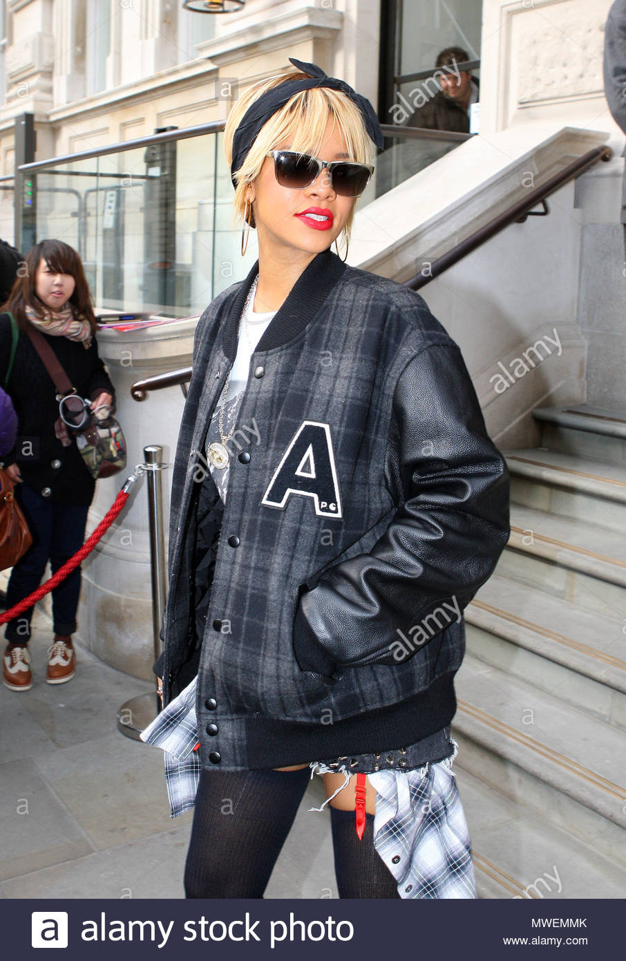 Rihanna Rihanna Seen Leaving Her Hotel In London To Rehearse For