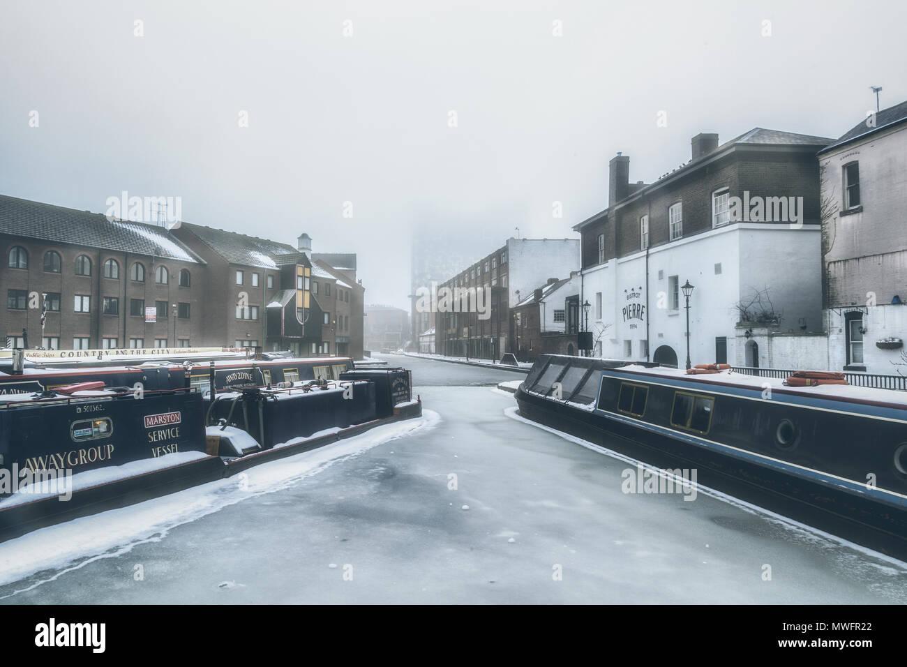 Winter in Gas Street Basin, Birmingham - Stock Image