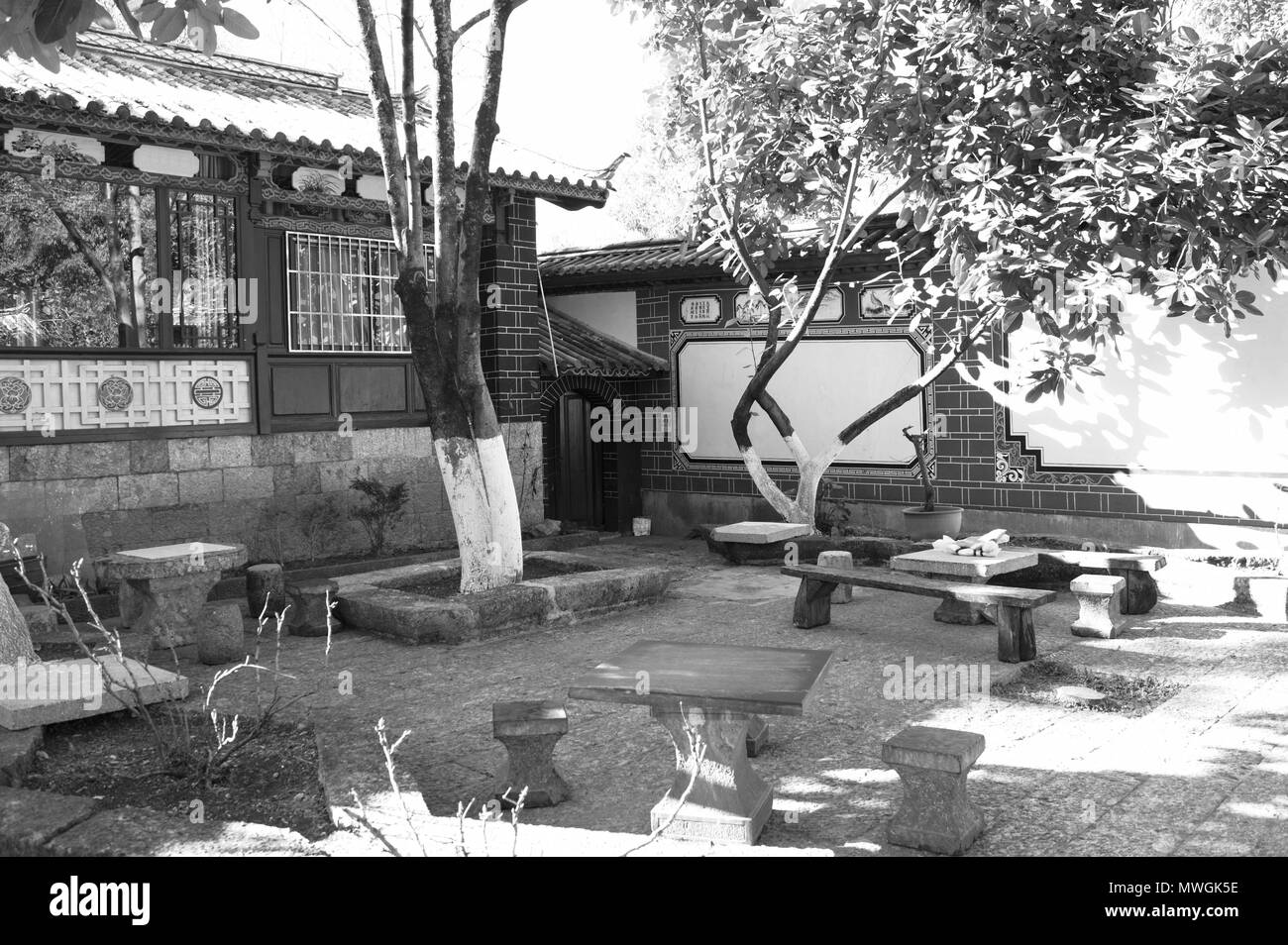 Chinese garden in the Old Town of Lijiang (Yunnan, China) - Stock Image
