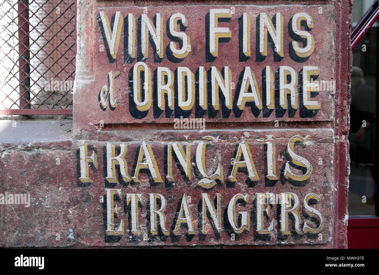 Old antique wine sign in French language on the side of a building 'Vins Fins et Ordinaire, Francais Etrangers' in Paris, France   KATHY DEWITT - Stock Image