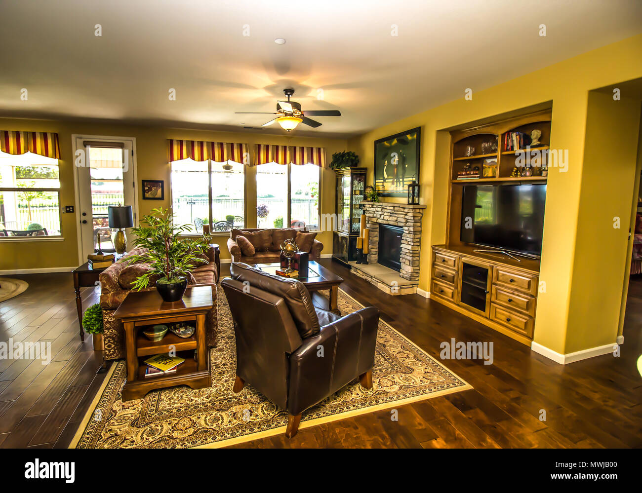 Modern Living Room With Built In Television Cabinet & Fireplace - Stock Image