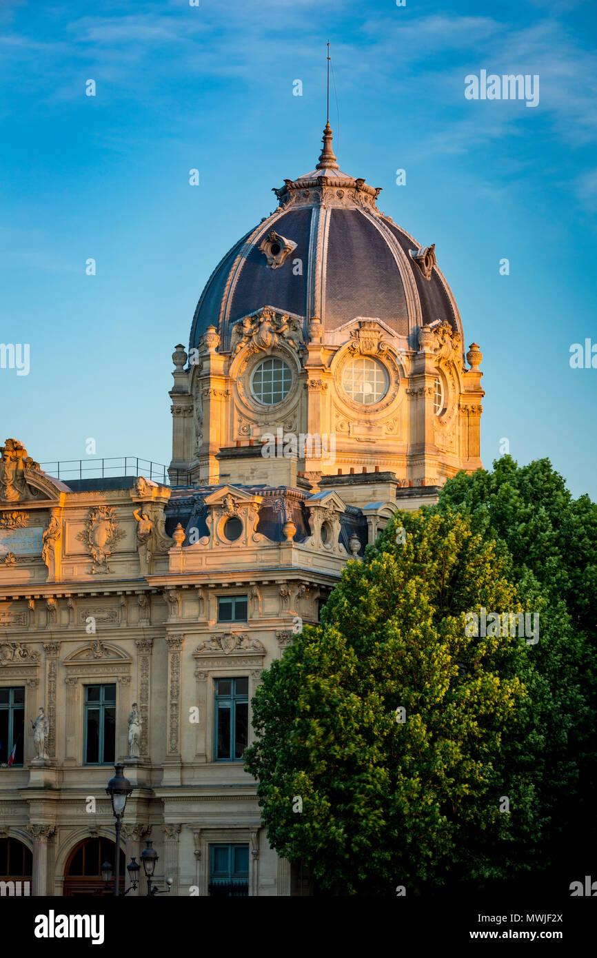 Evening sunlight on the Greffe du Tribunal de Commerce de Paris - the Commerical Court Building on Ile de la Cite, Paris, France - Stock Image