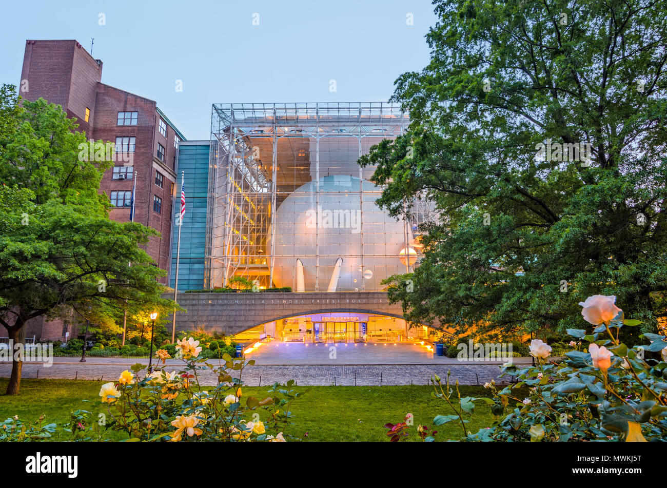 NEW YORK CITY - MAY 13, 2012: The Hayden Planetarium, part of the American Museum of Natural History, at dusk. - Stock Image