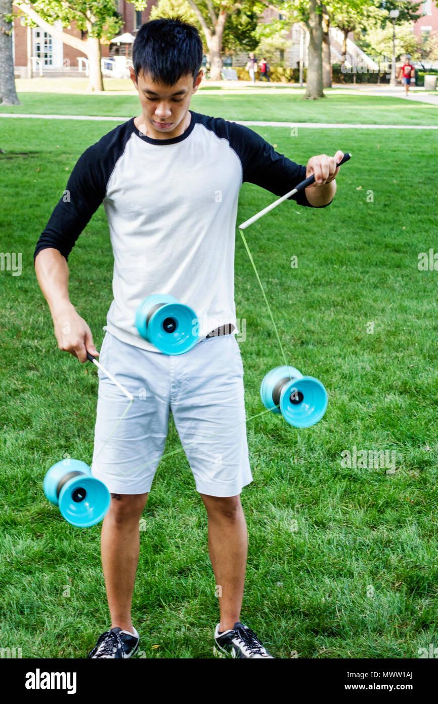 Illinois Urbana-Champaign University of Illinois campus Asian student man teen boy playing practicing yo-yo - Stock Image