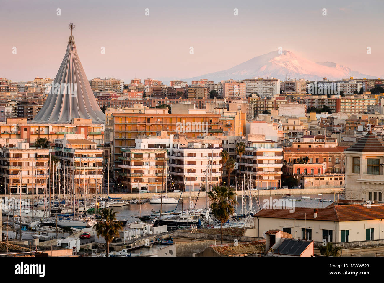 The city of Siracusa with Mount Etna on the background, Sicily, Italy - Stock Image