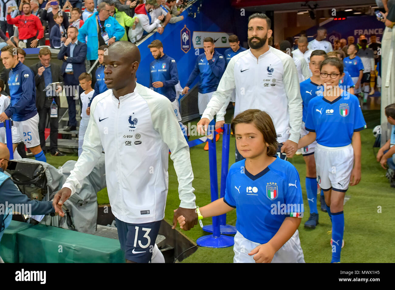 Nice, France. 1st June 2018. Soccer Football - International Friendly - France vs Italy - Allianz Riviera, Nice, France - June 1, 2018 France's N'Golo Kante and a mascot before the match Credit: BTWImages Sport/Alamy Live News - Stock Image