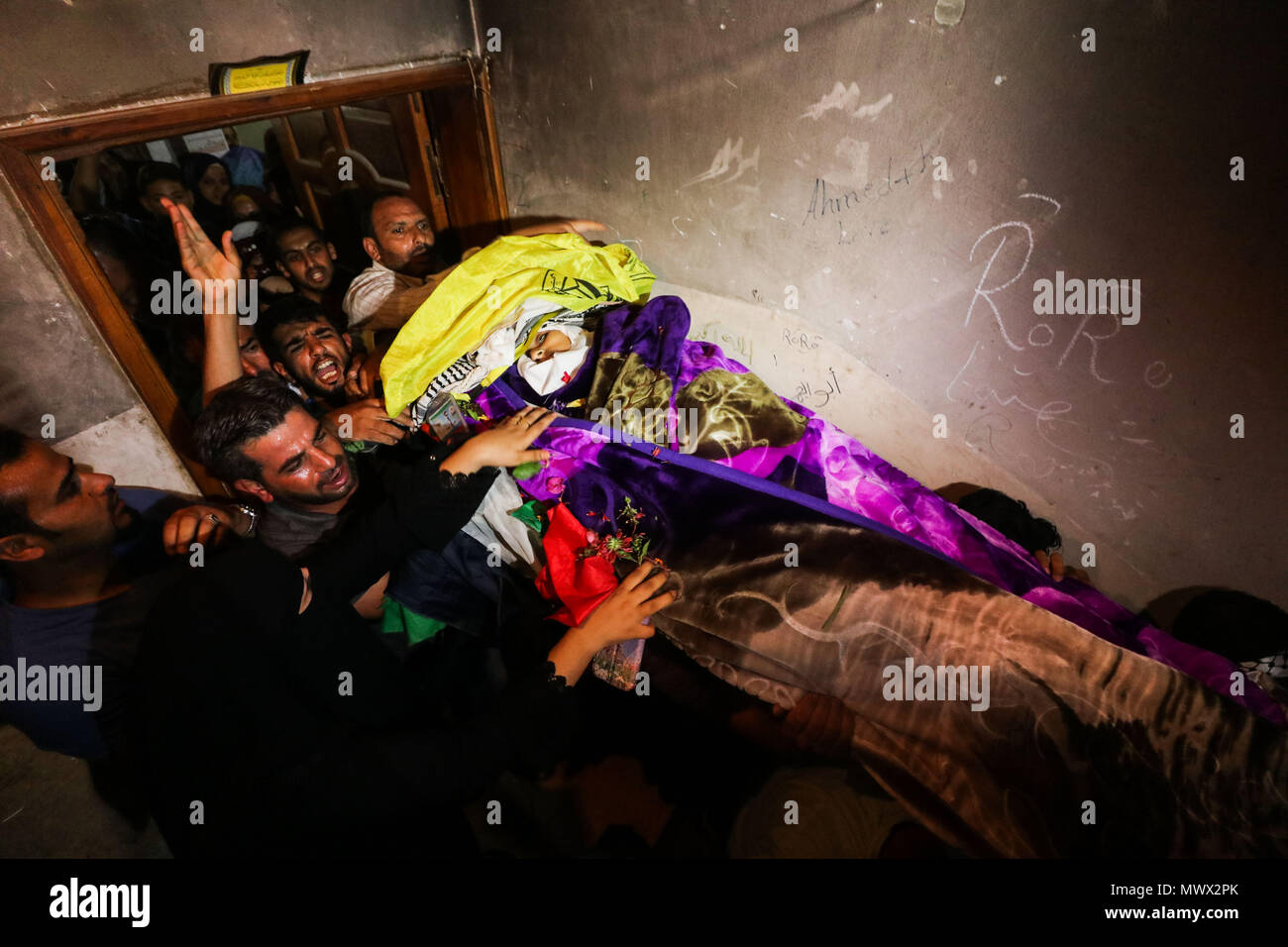 Gaza. 2nd June, 2018. Mourners carry the body of Razan al-Najjar during her funeral in the southern Gaza Strip City of Khan Yunis, on June 2, 2018. Thousands of outraged Palestinian mourners buried on Saturday the female paramedic who was shot dead by Israeli gunfire close to Gaza's border with Israel. Credit: Xinhua/Alamy Live News - Stock Image