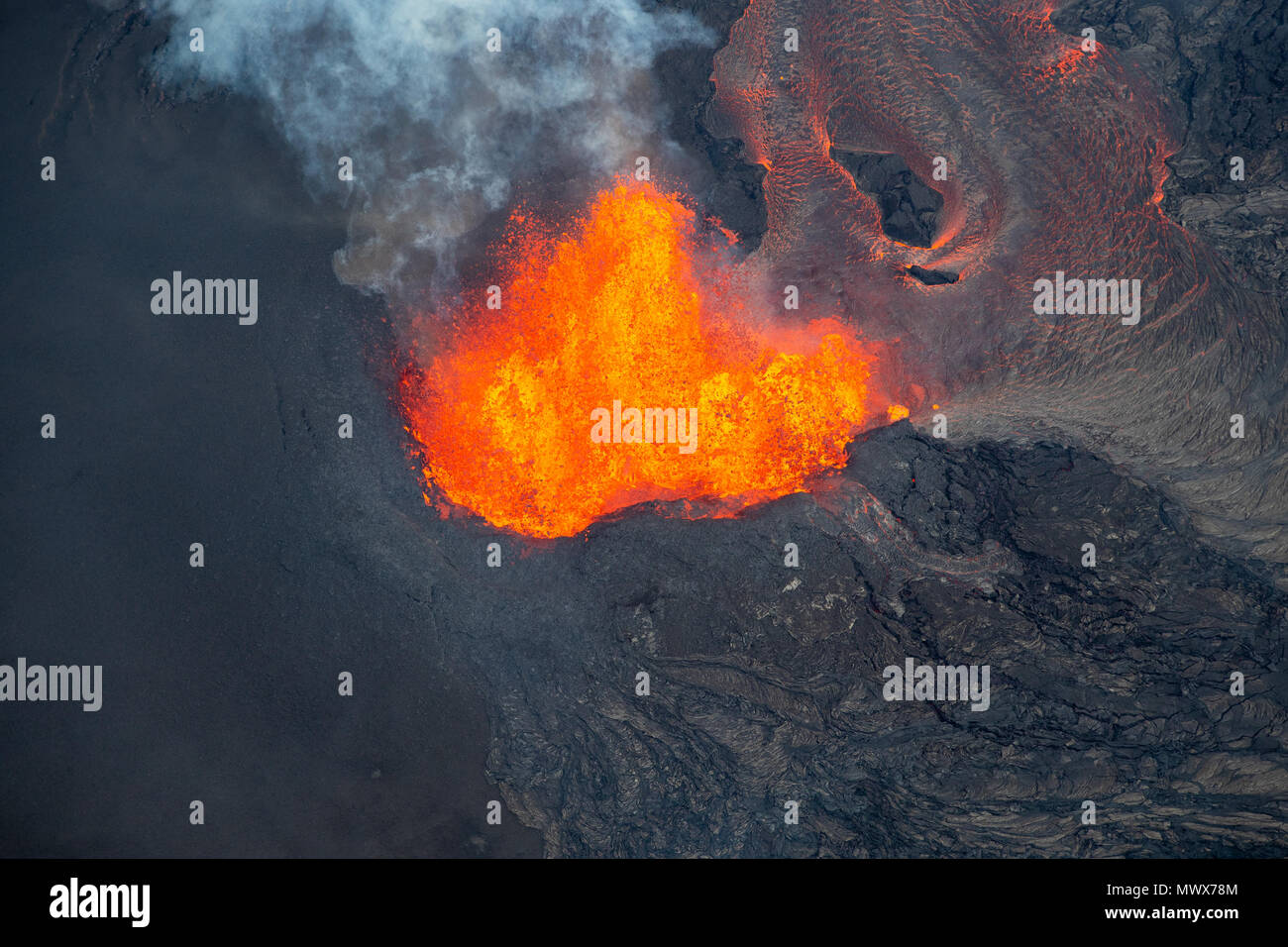 Pahoa, HI, USA. 2nd June, 2018. Fissure 8 photographed during eruption of Hawaii's Kilauea Volcano in Pahoa, HI on June 2, 2018. Credit: Erik Kabik Photography/Media Punch/Alamy Live News - Stock Image
