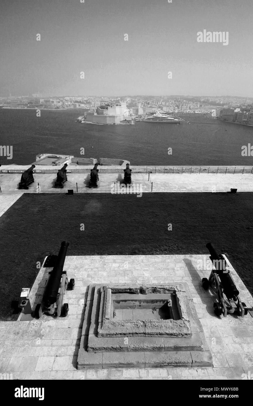 Summer, the Saluting Battery, Upper Barracca Gardens, within St Peter & Paul Bastion, Valletta, Malta - Stock Image
