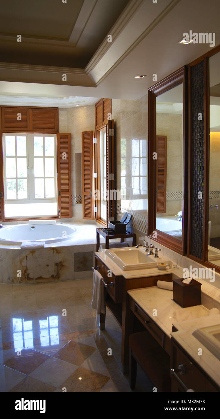 Pulau Langkawi Malaysia Apr 4th 2015 Luxury Hotel Suite Bathroom Interior With Jacuzzi Stock Photo Alamy