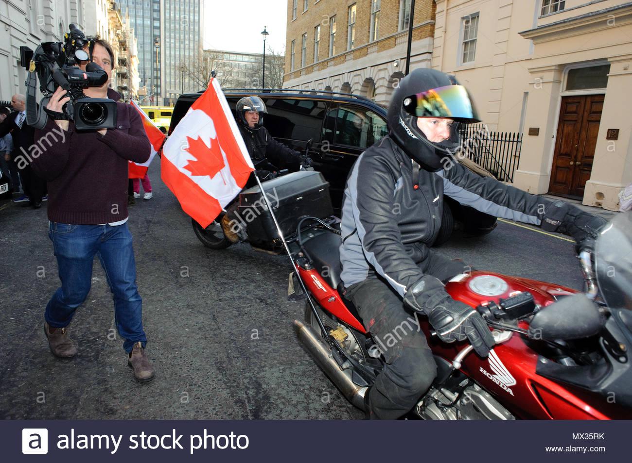 justin bieber s motorcade justin bieber left his central london