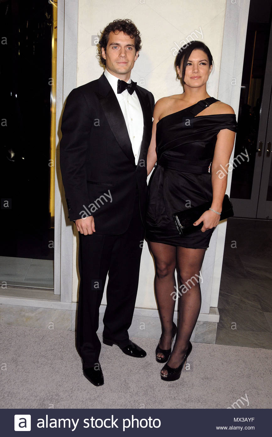 ¿Cuánto mide Gina Carano? - Real height Henry-cavill-and-gina-carano-celebrity-guests-are-seen-arriving-at-the-tom-ford-cocktail-party-the-event-was-held-at-the-tom-ford-store-in-beverly-hills-MX3AYF