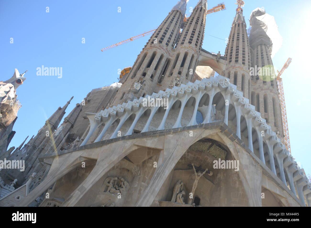Vista de la Fachada de la Pasión de la Basílica de la Sagrada Familia en Barcelona Stock Photo