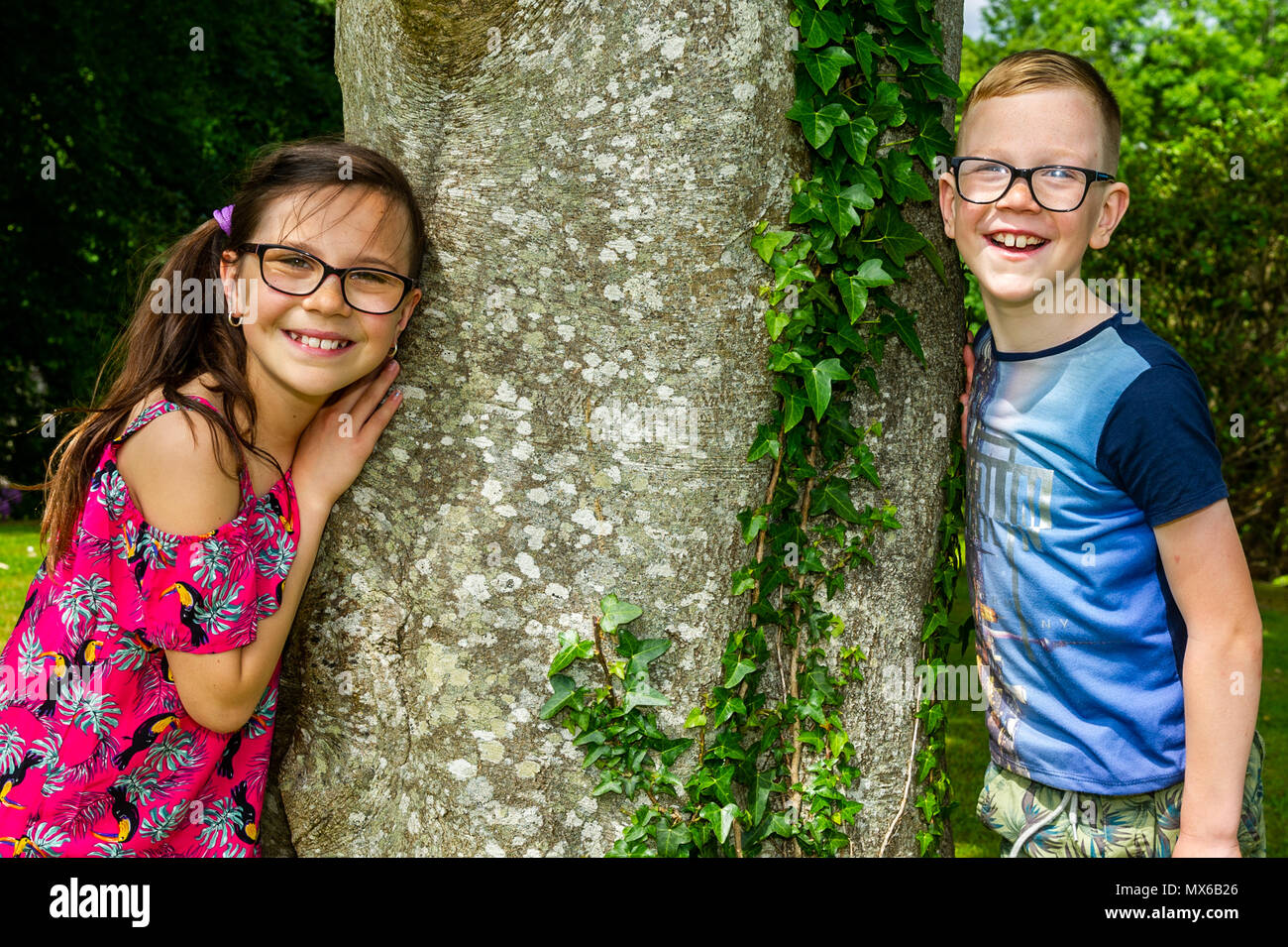 Bantry, Ireland. 3rd June, 2018. The West Lodge Hotel in Bantry held a Red Head Festival in Bantry over the weekend. Two children are pictured at the family fun day on Sunday. Credit: Andy Gibson/Alamy Live News. - Stock Image