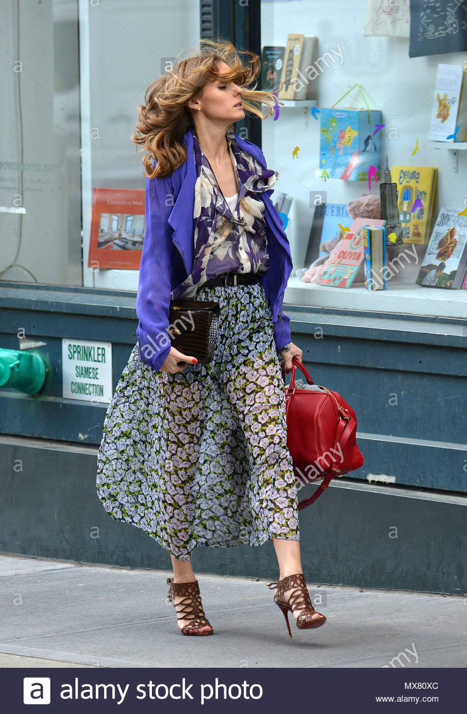 Olivia Palermo Olivia Palermo And Johannes Huebl Look Stylish As They Go Out For A Walk In Nyc