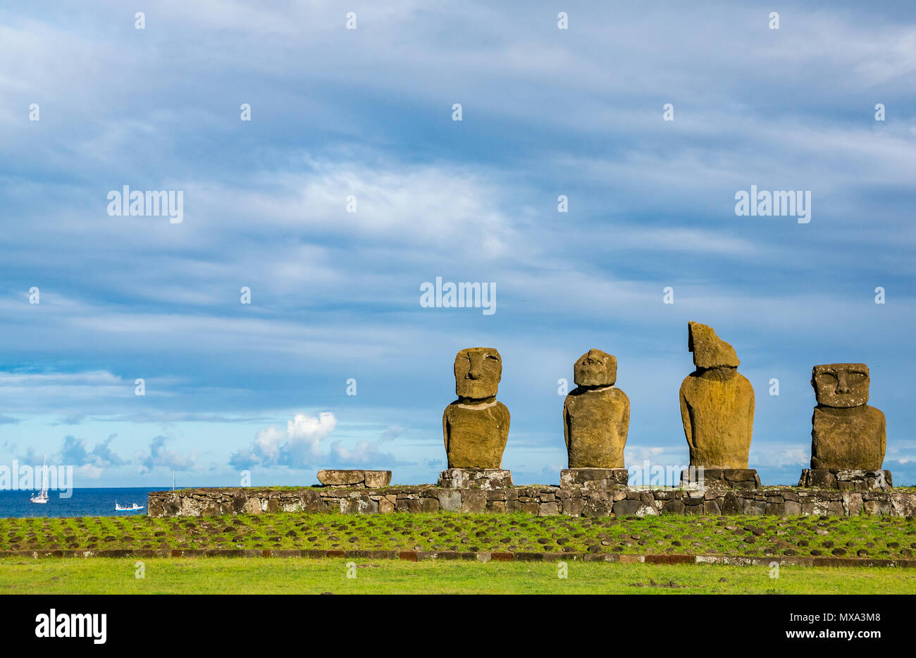 Ahu Vai Ure Moai, Tahai, Hanga Roa, Easter Island, Rapa Nui, Chile, with sailing boats in the Pacific Ocean - Stock Image
