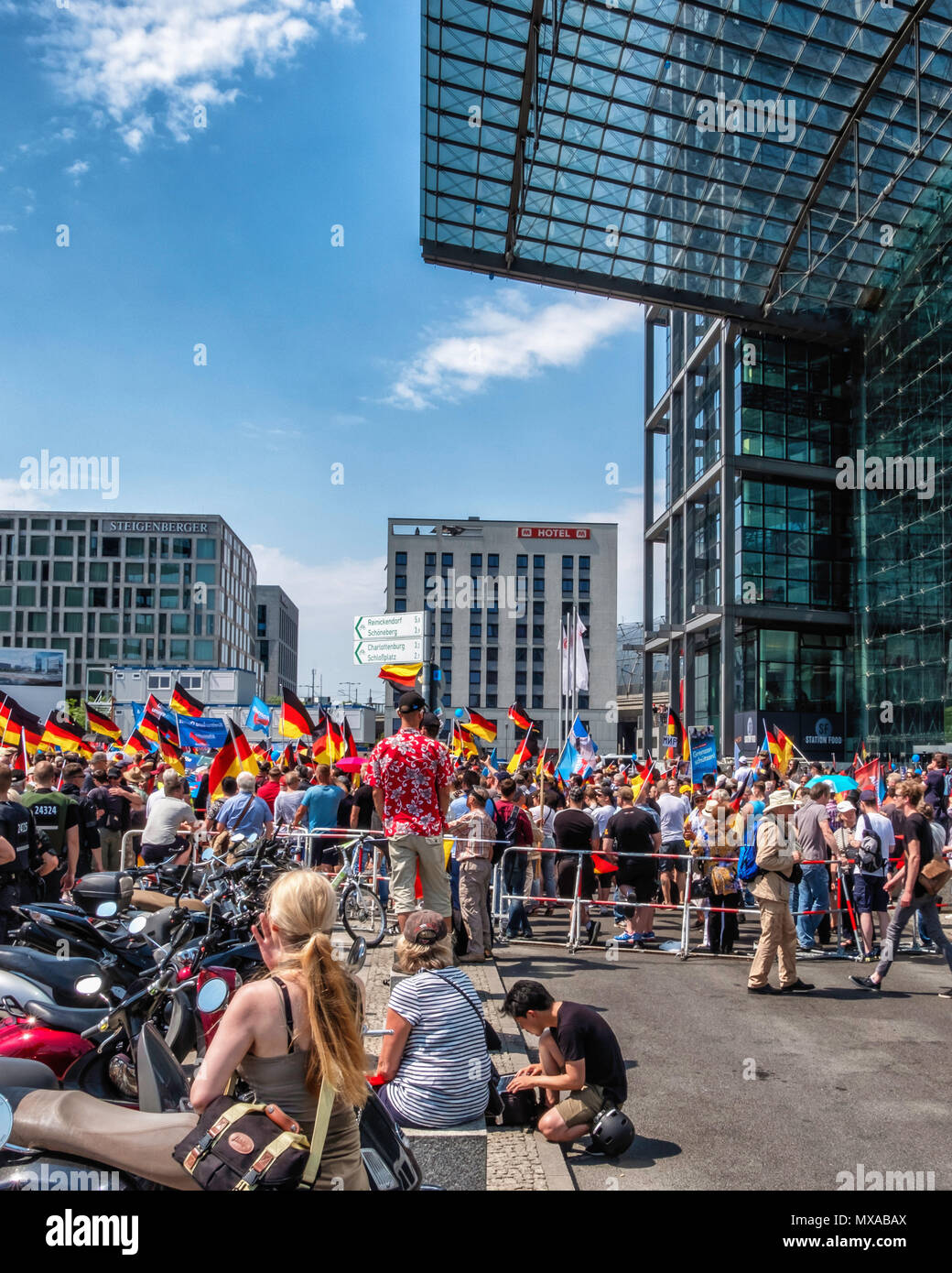Germany,Berlin-Mitte, 27th May 2017. AFD 'Future for Germany' right wing demonstration outside Main railway station.                                   - Stock Image