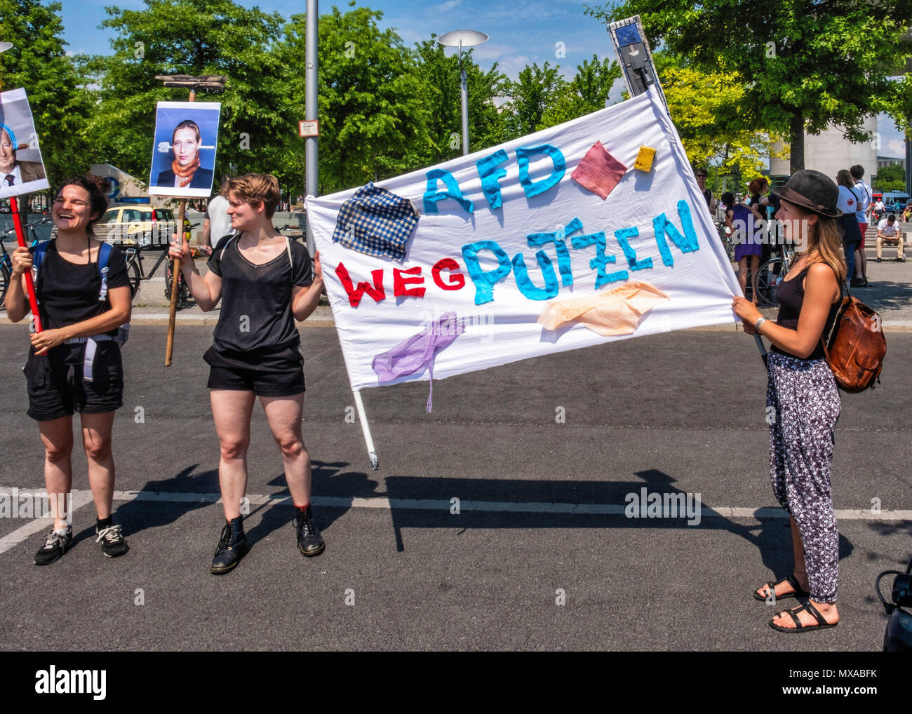 Berlin Mitte Anti AfD protesters. Young women with Banners challenge the anti-immigration right wingers - Stock Image