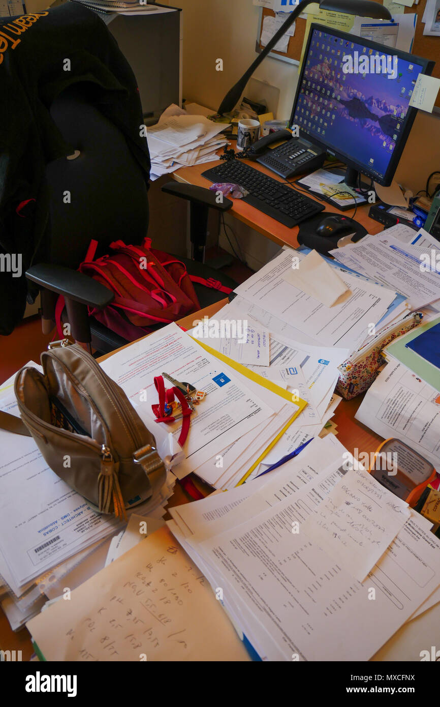 Realistic view of a messy desk, Lyon, France - Stock Image