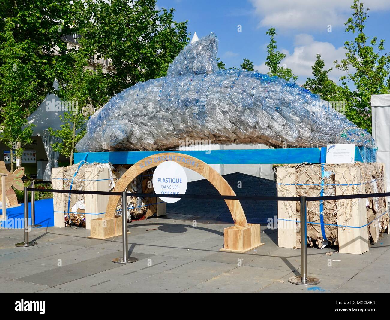 Eco the Dolphin, created by Gad Weil and team to emphisize the importance of recycling to protect our oceans. Place République, Paris, France Stock Photo