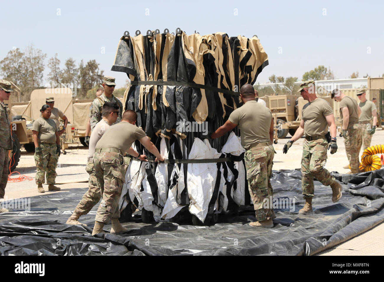 USARCENT Soldiers prepare the contingent command post
