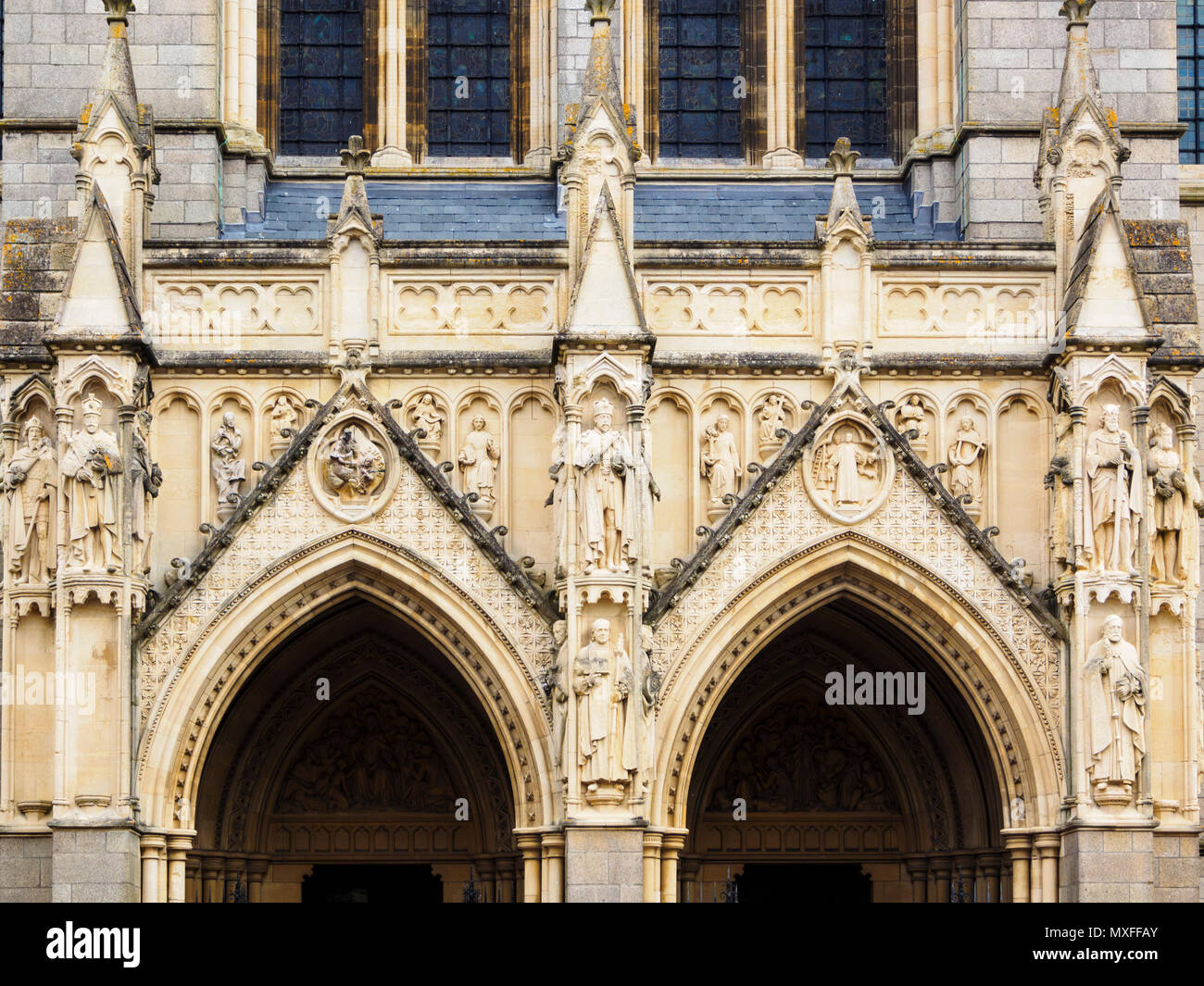 Elaborate carving and statuary on the front facade of the Victorian Truro Cathedral, Cornwall, UK - Stock Image