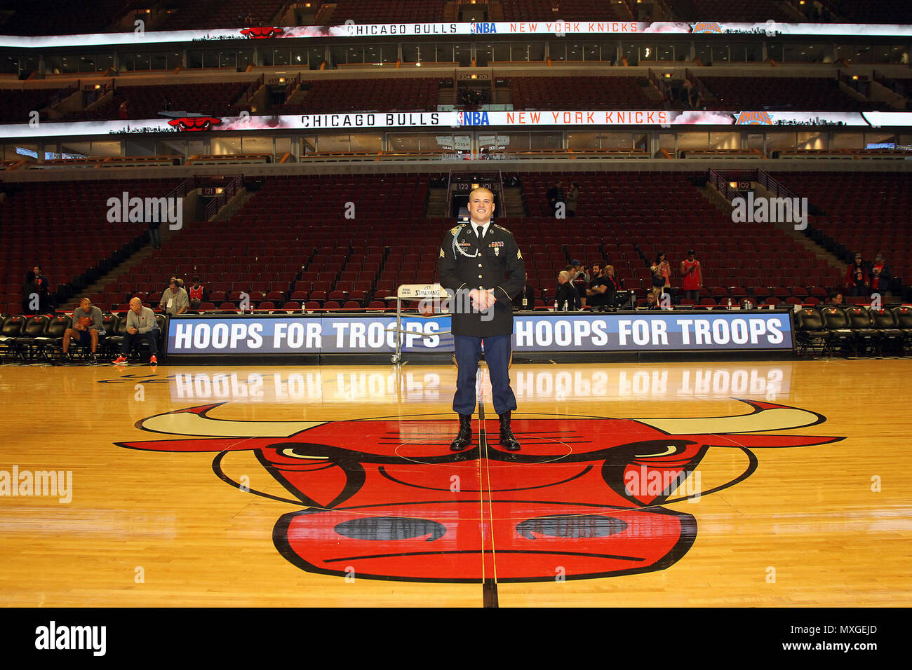 The 2015 U.S. Army Soldier of the Year Sgt. Jared Tansley, Illinois native, pauses for a photo before the Chicago Bulls vs. New York Knicks game at the United Center, Nov. 4, 2016. Tansley attended the game as part of a hometown recognition here in Illinois. During his visit, Tansley spoke at numerous locations throughout Chicago and Illinois to include his former high school in Sycamore, Illinois.   (U.S. Army photo by Anthony L. Taylor/Released) Stock Photo