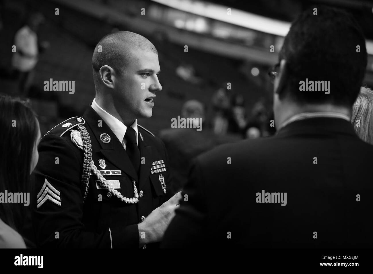 The 2015 U.S. Army Soldier of the Year Sgt. Jared Tansley, Illinois native, speaks with Chicago Bulls staff members before the Chicago Bulls vs. New York Knicks game at the United Center, Nov. 4, 2016. Tansley attended the game as part of a home-town recognition here in Illinois. During his visit, Tansley spoke at numerous locations throughout Chicago and Illinois to include his former high school in Sycamore, Illinois.   (U.S. Army photo by Anthony L. Taylor/Released) Stock Photo