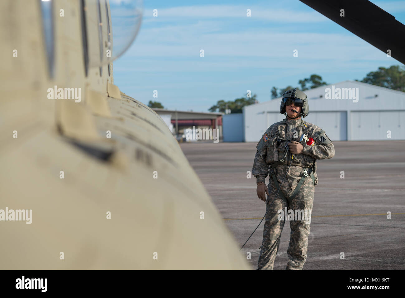 A U.S. Army Chinook crewmember assigned to the 3rd Combat Aviation Brigade prepares for a slingload training mission at Hunter Army Airfield, Nov. 6, 2016. The soldiers are transporting howitzers to a training area on Fort Stewart in support of the 3rd Division Artillery. (U.S. Army photo by Lt. Col. Brian J. Fickel) - Stock Image