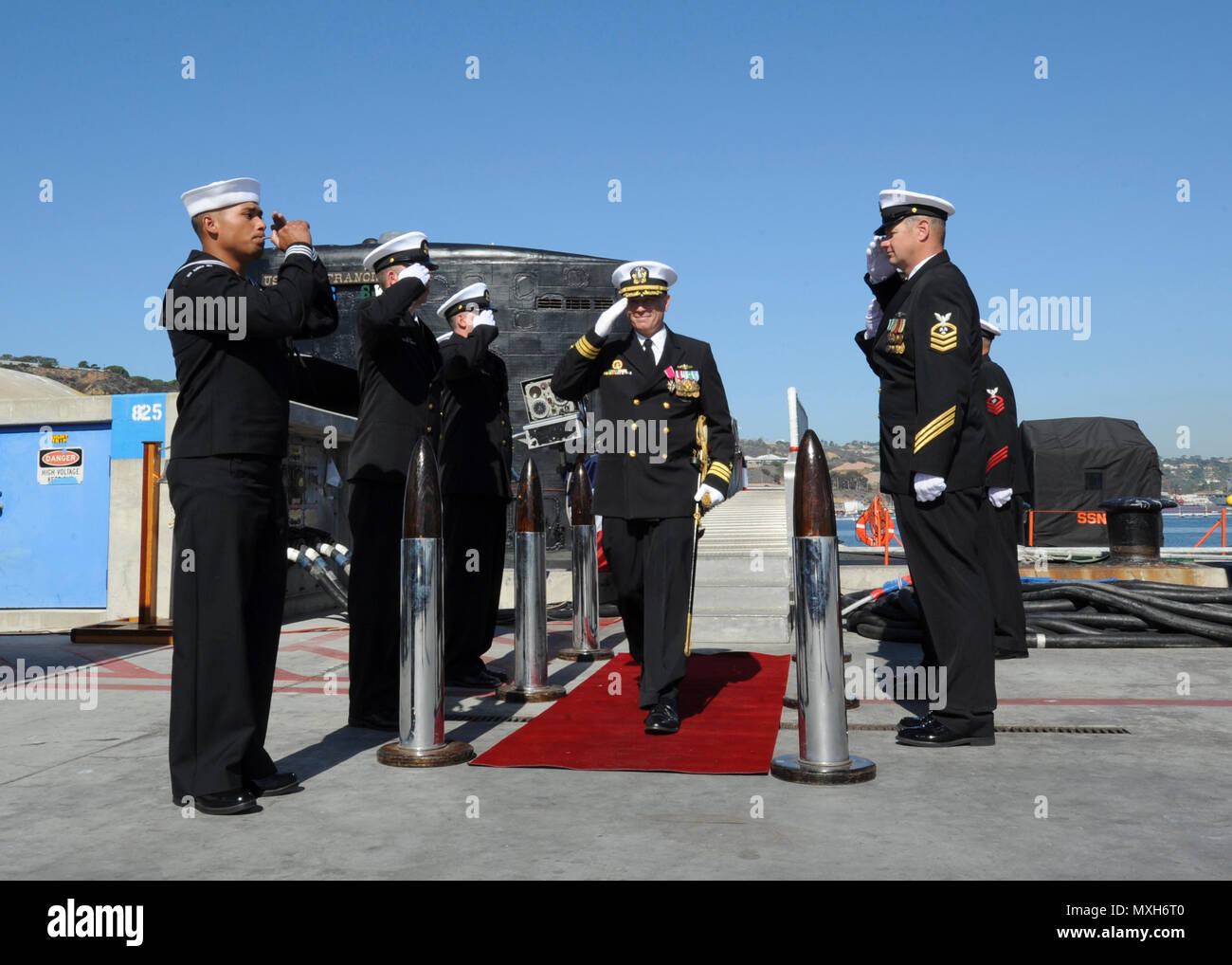 161104-N-HF252-0050 SAN DIEGO (Nov. 4, 2016) Cmdr. Jeff Juergens, commanding officer of the Los Angeles-class fast attack submarine USS San Francisco (SSN 711) passes through sideboys during a change of command and farewell ceremony on Naval Base Point Loma. The San Francisco is scheduled to shift homeports to Norfolk, Va. to begin a two year conversion process to become a moored training ship at the Nuclear Power Training Unit in Charleston, S.C.  (U.S. Navy photo by Petty Officer 1st Class Derek Stroop/Released) - Stock Image