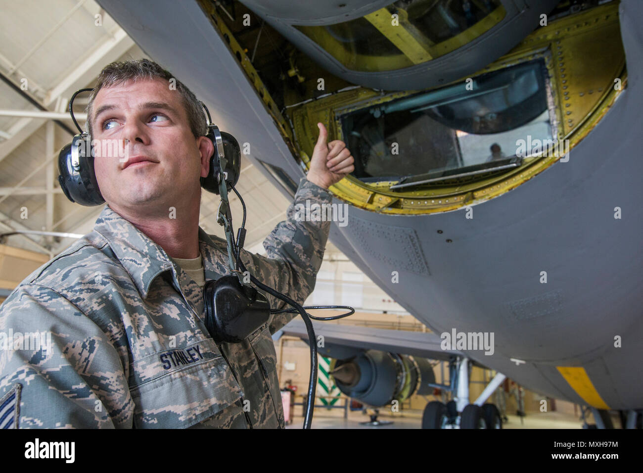 Tech. Sgt. Russ Stanley, KC-135R Stratotanker Crew Chief, 108th Wing, New Jersey Air National Guard, monitors the lowering of a refueling boom for inspection at Joint Base McGuire-Dix-Lakehurst, N.J., Nov. 5, 2016. (U.S. Air National Guard photo by Master Sgt. Mark C. Olsen/Released) - Stock Image