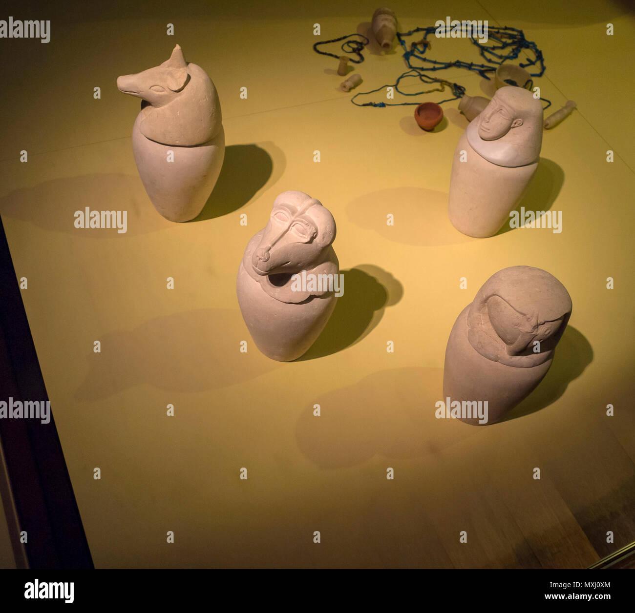 Vasos canopos en piedra caliza del siglo VIII antes de Cristo. Museo Arqueológico Nacional de la ciudad de Madrid, España. - Stock Image