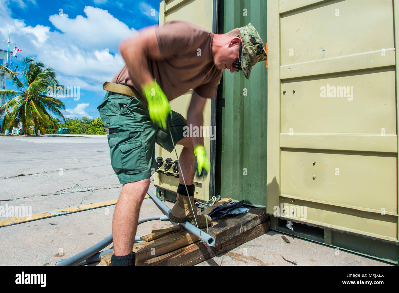 Chief Petty Officer Jesse Hamblin, assigned to Underwater Construction Team (UCT) 2's Construction Dive Detachment Bravo (CDDB), demonstrates using 550 cord to cut PVC piping in Diego Garcia, British Indian Ocean Territory, Nov. 10, 2016.  CDDB is performing precision underwater demolition and light salvage to remove obstructions from Diego Garcia's deep draft wharf. CDDB is on the third stop of their deployment, where they are conducting inspection, maintenance, and repair of various underwater and waterfront facilities while under Commander, Task Force (CTF) 75, the primary expeditionary tas Stock Photo
