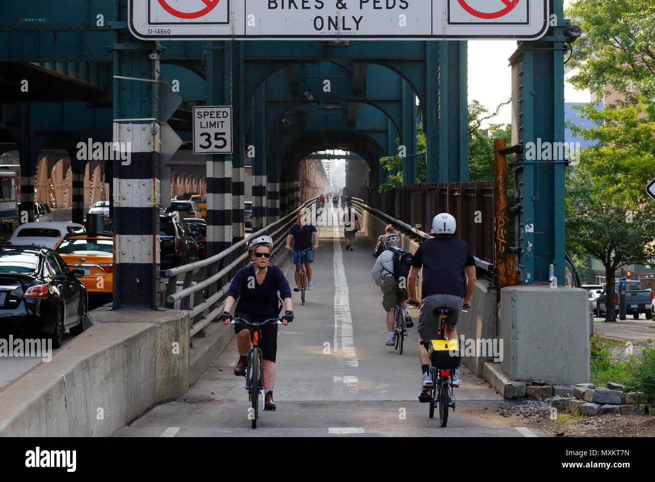 Bicyclists and Pedestrians on the Queensboro Bridge walkway - Stock Image