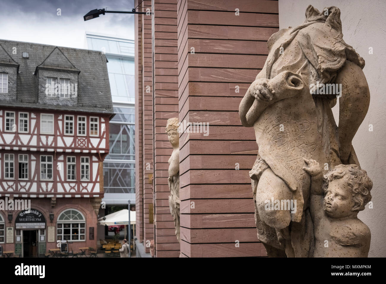 Sculptural artefacts displayed outside the new exhibition hall of the refubished Historical Museum, Romerberg, Frankfurt am Main, Hesse, Germany - Stock Image