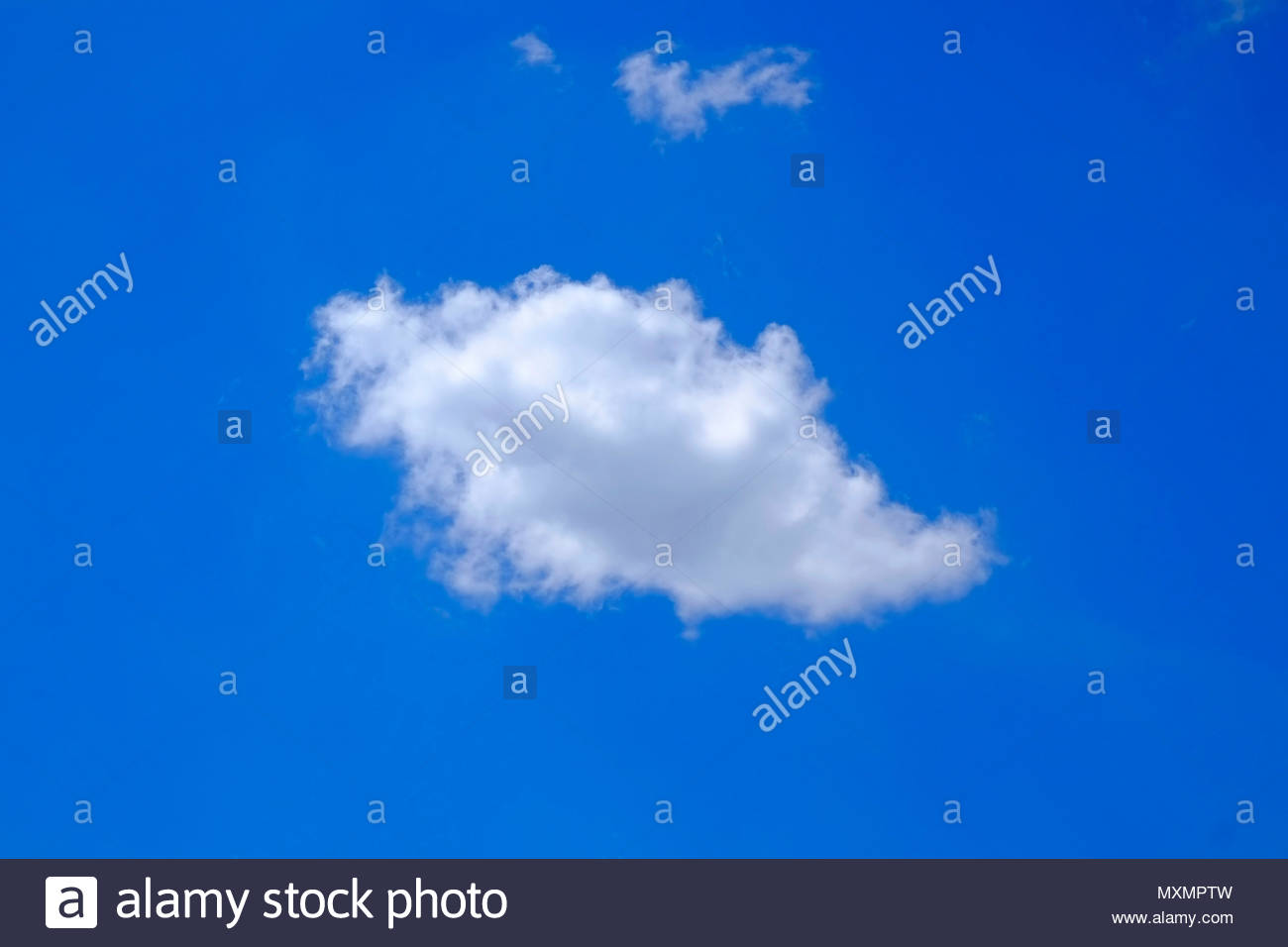 Europa, Deutschland, Bayern, München, einzelne Wolke am blauen Himmel *** Local Caption ***  only, blue, colour, form, good weather, sky, small, Centr - Stock Image