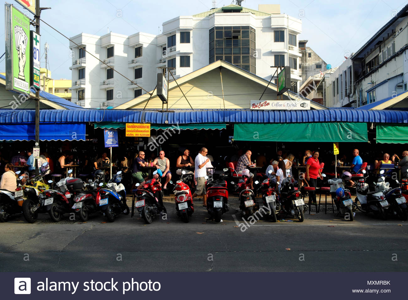 Asien, Thailand, Chonburi, Pattaya, Bar an der Beach Road, tagsüber *** Local Caption ***  Alcohol, alcoholic beverages, outside, building, animates,  - Stock Image