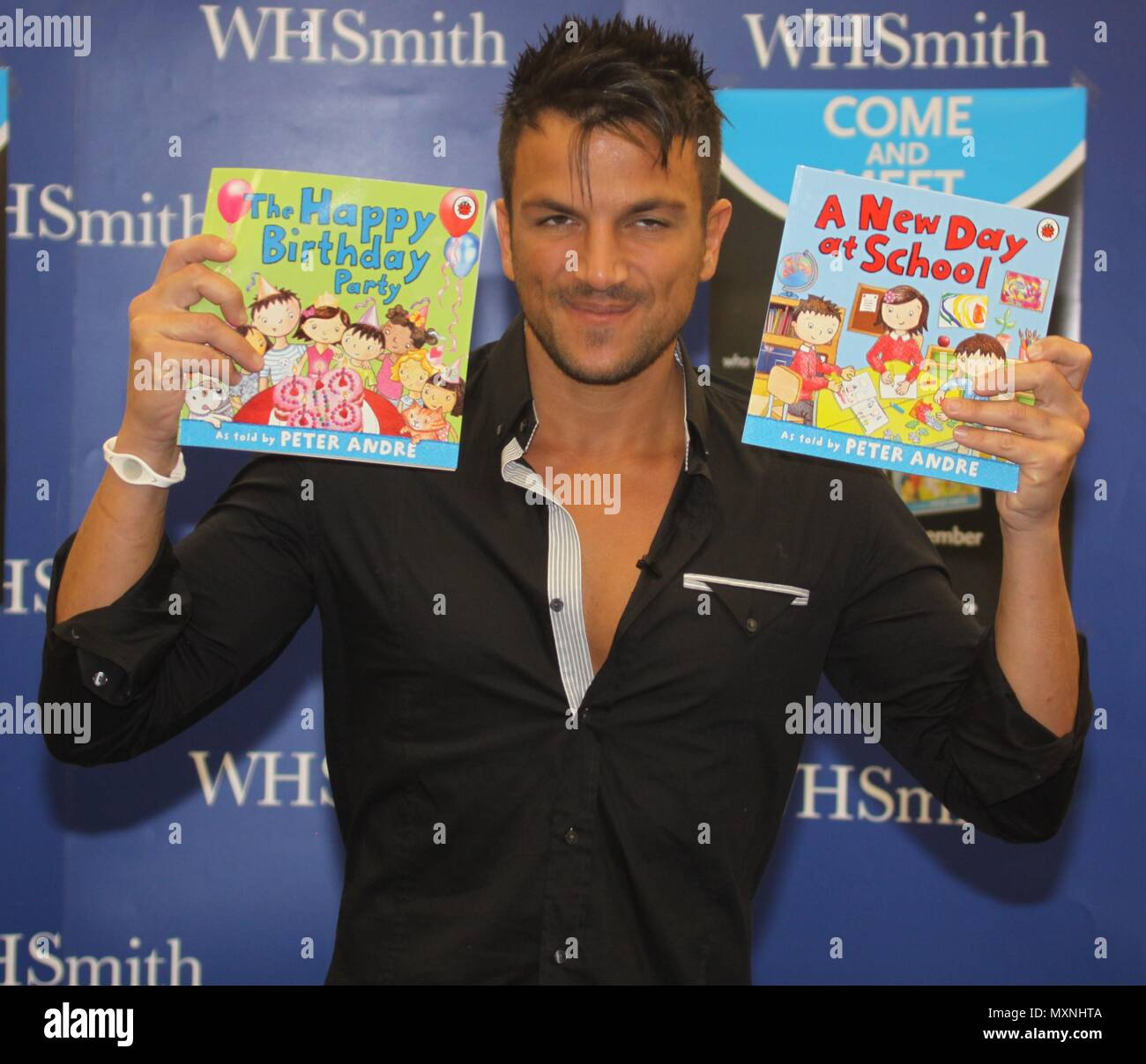 Manchester,Uk, Peter Andre signs copies of his new childrens books at Whsmith Trafford Centr, Credit Ian Fairbrother/Alamy Stock Photos Stock Photo