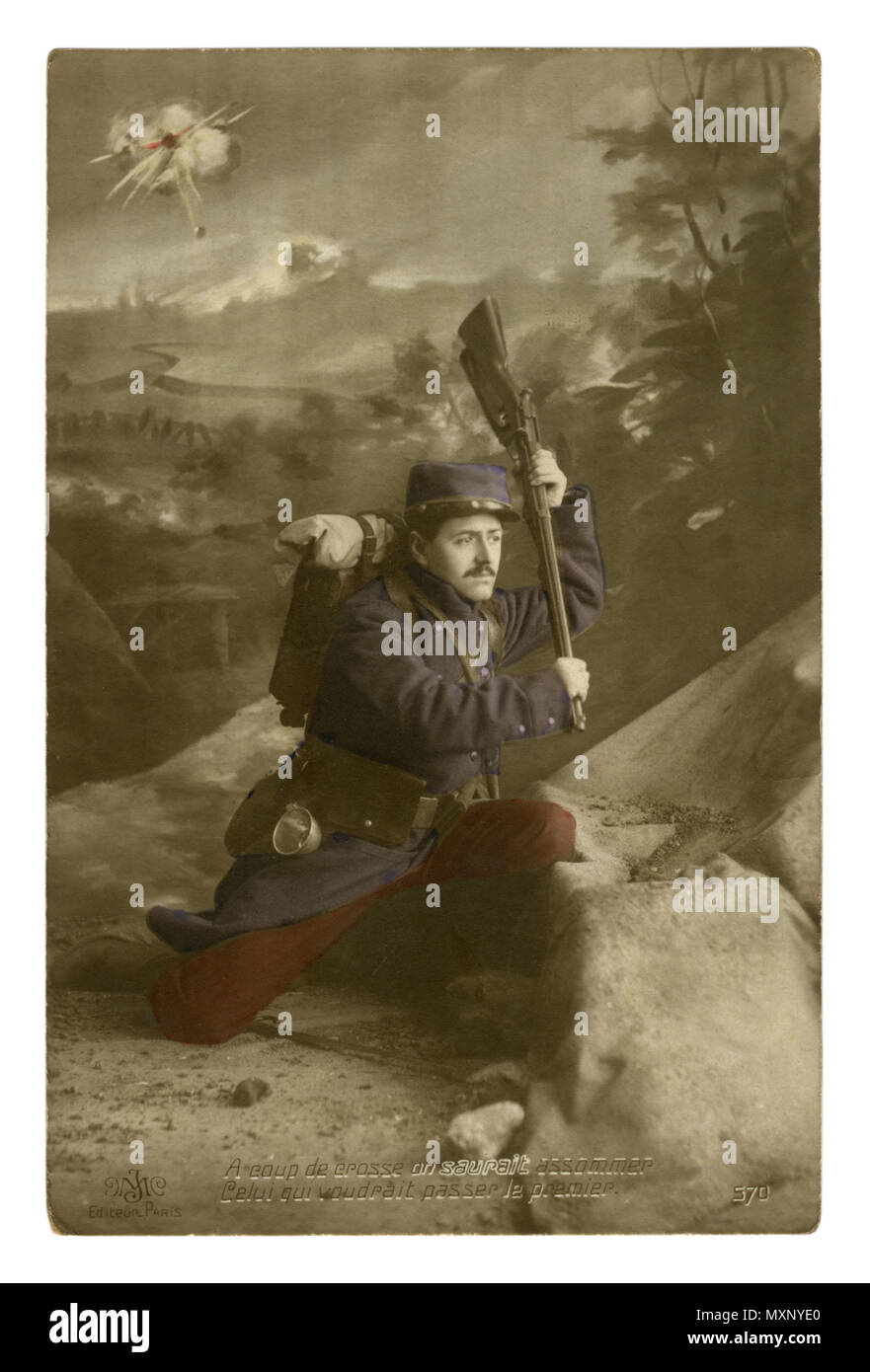 French historical photo postcard: The soldier ran out of ammo, he is ready to fight in hand-to-hand rifle as a club, but do not give up. world war one - Stock Image