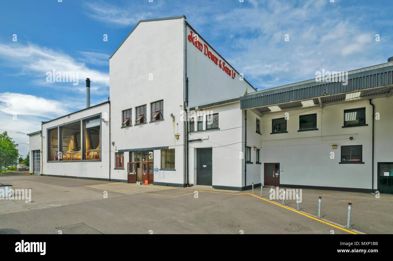 ROYAL BRACKLA WHISKY DISTILLERY CAWDOR ESTATE NAIRN SCOTLAND MAIN DISTILLERY BUILDINGS - Stock Image